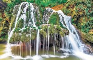 O destinatie inedita de vacanta: Cascada Bigar